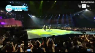 130718 2NE1 - Falling in Love@  2013 Mnet 20's Choice