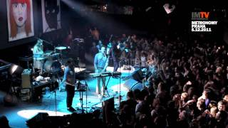 "Metronomy ""A Thing For Me"" + ""On Dancefloors"" (Lucerna Music Bar, Praha, 5.12.2011)"