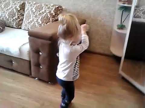 Сейчас в квартире холодно, вот и танцуем чтобы согреться