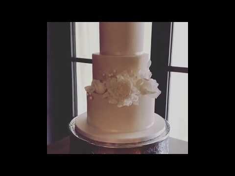 'White Glitter' wedding cake at The Coppa Club, Streatley