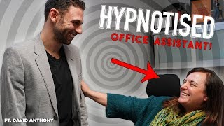 Hypnotised Assistant Believes She Has 11 Fingers | Rick Smith Jr.