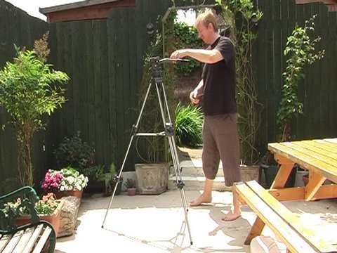 HOW TO TURN A TRIPOD INTO A TRACK DOLLY -  zero budget