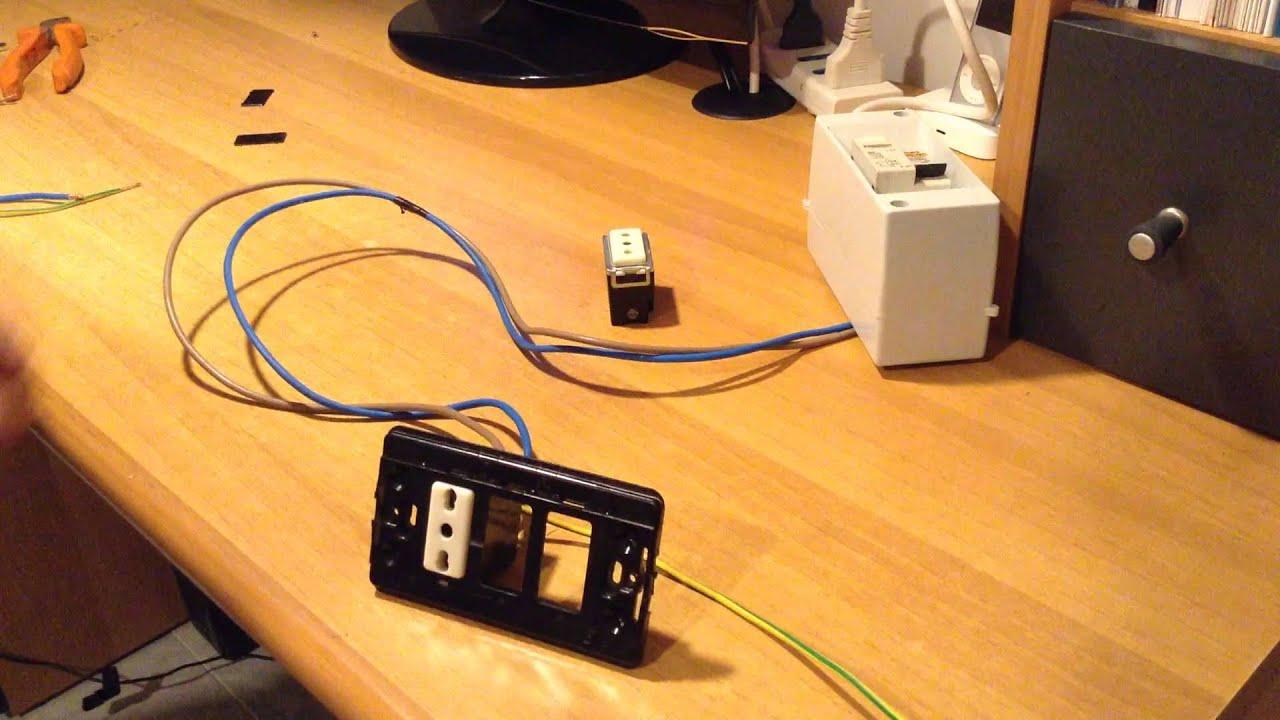Come aggiungere una presa di corrente a fianco una presa