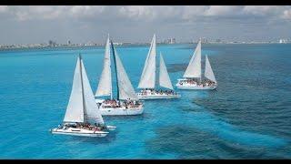 Navega en un catamaran de Cancún a Isla Mujeres...