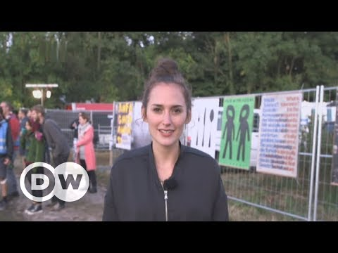 German couple hosts anti-Nazi party in neo-Nazi village | DW English
