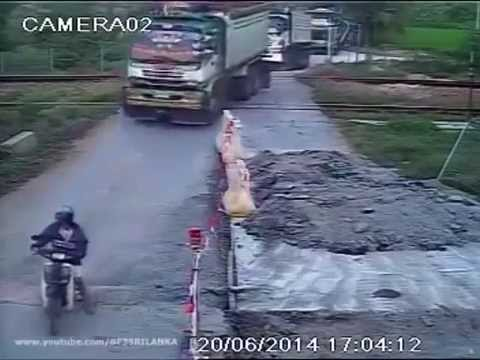 Ten-wheel train crash - รถไฟชนสิบล้อ 20/06/2014