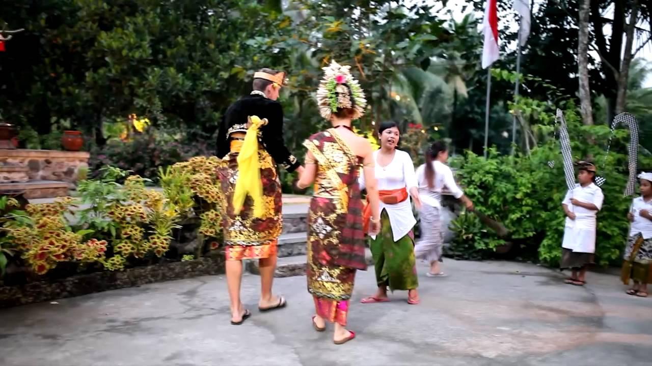 Download Balinese Wedding Ceremony in Subak Tabola Villa