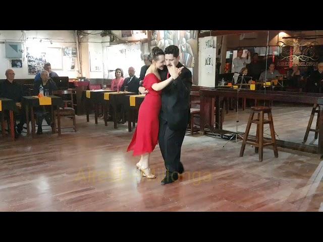Milonga milonga en Café Concert de Joven tango, domingos en Montevideo.
