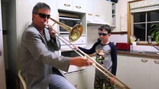 Пока мамы нет дома HD(Отец и сын играют на трубе и духовке. Дуэт), 2014-11-01T00:00:13.000Z)