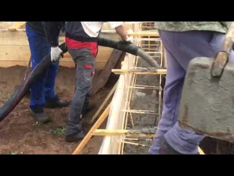 Подача бетона с помощью стационарного бетононасоса