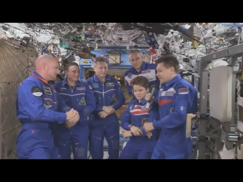 Александр Герст передает миссию Международной космической станции Олегу Кононенко