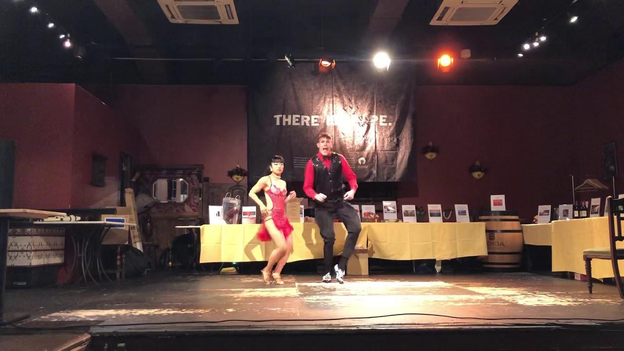 Rob Sabroson y Sayorita Sabrosa dancing a Chacha