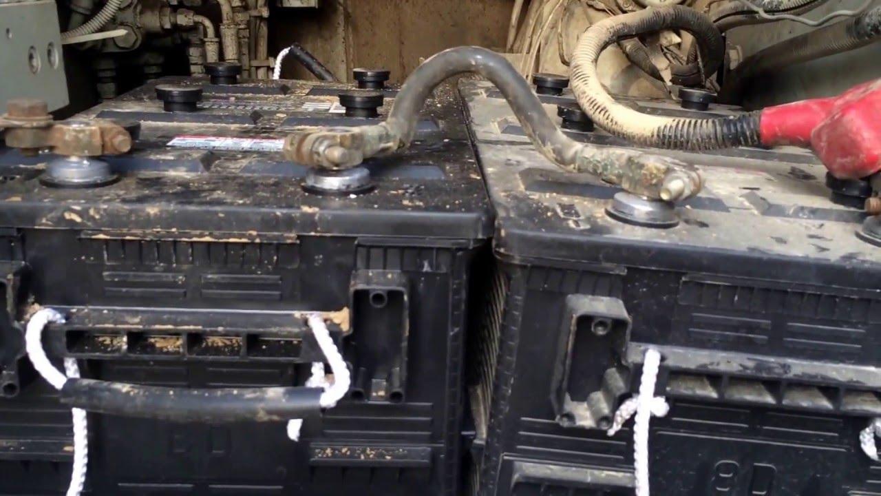 new battery in the excavator [ 1280 x 720 Pixel ]