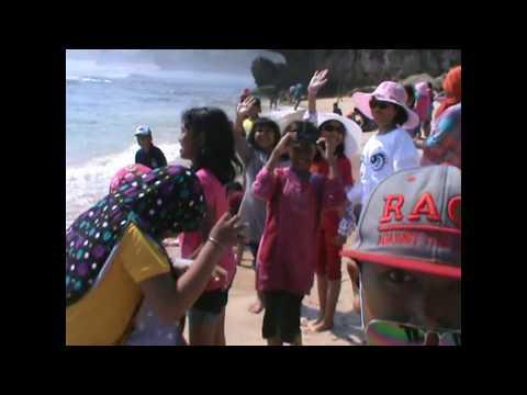Pantai Indrayanti di Gunungkidul Yogyakarta Bersama SD Negeri Randugunting 3 Tegal