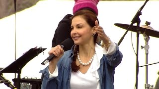 Ashley Judd speaks at Women's March on Washington