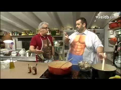 David De Jorge Cocina Junto A Leo Harlem U0027Guiso De Pasta Con Almejasu0027    YouTube