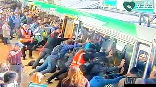 열차와 승강장 사이에 빠진 남성...승객들 '놀라운 기지' 발휘해