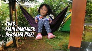 Pixel terbang main ayunan pake hammock di rumah