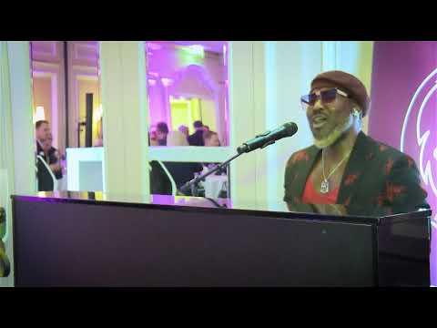 Live-Auftritt Von Mano Michael Beim FaceClub Am 09.12.19 Im Regent Berlin