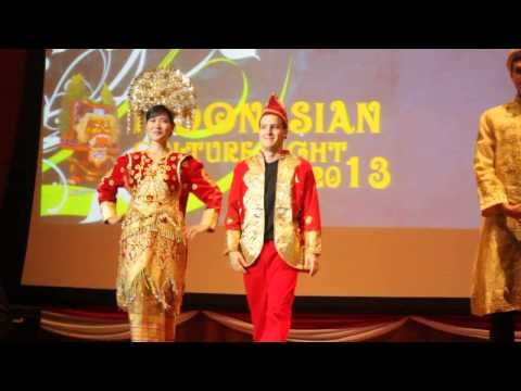 Indonesian Traditional Clothes Fashion Show (Indonesian Cultural Night 2013)