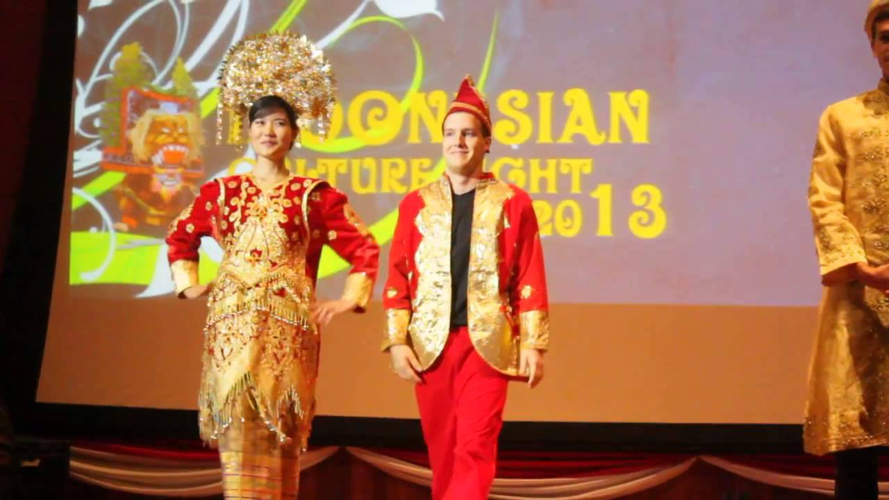Indonesian Traditional Clothes Fashion Show Indonesian Cultural Night 2013  YouTube