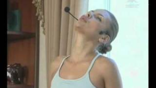 Йога с Кариной Харчинской - 8(Полная версия ролика на http://misscherie.ru К моему сожалению видео не помещается целиком :( Смотрите продолжение..., 2010-11-15T22:48:46.000Z)