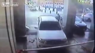 لحظة تفجير داعشي نفسه عند المسجد النبوي بالمدينة المنورة