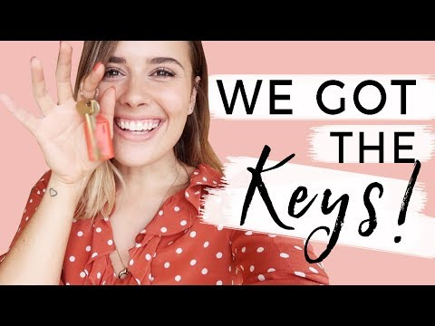 WE GOT THE KEYS! | Hello October Moving Vlogs