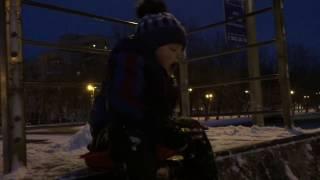Катаемся на санках-ледянках на сооружении для скейтборда... Гатчина, ул.Рощинская. 14.01.2017, 17:16