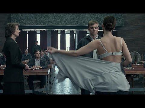 【東東愛】俄版色戒大尺度来袭,女学生专门在课堂上研究用什么姿势啪啪更舒服!