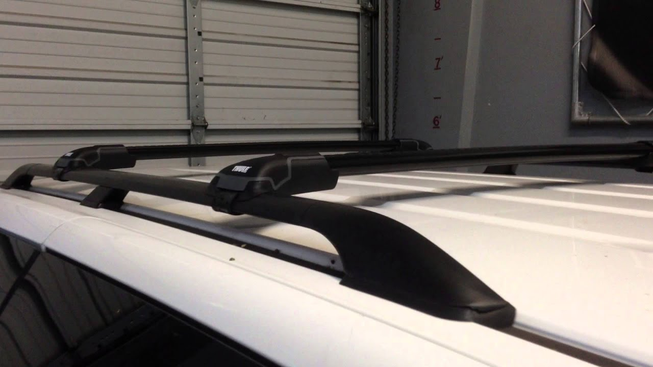 2005 to 2010 Honda Odyssey with Thule AeroBlade EDGE Base Roof Rack