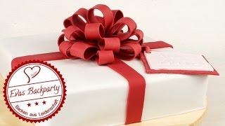 Geschenktorte /  Fondanttorte / Fondant Present Cake / Torte mit Schleife / Geburtstagstorte