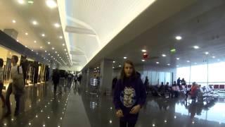 Супер. скользкая. обувь. 31-ого в аэропорту.(, 2013-12-31T21:30:43.000Z)