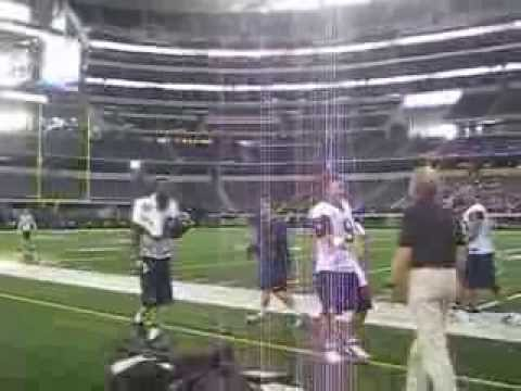 Roger Staubach throws to Dez Bryant
