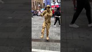 Maravilloso Times Square vuelve a ser cómo antes . Con sus gentes. Amo new york