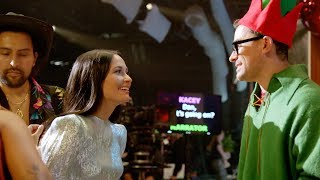 "Gambar cover The Making of ""The Kacey Musgraves Christmas Show"""
