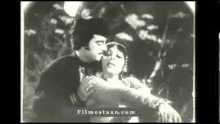 Noor Jahan song filmed on Neelo from the notorious 1975 film Khatarnak