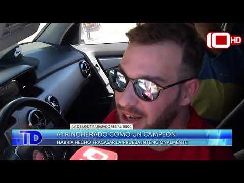 Un piloto de TC atrincherado en su auto tras un control de alcoholemia
