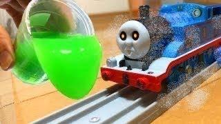 きかんしゃトーマス おばけ電車 スライムあそび!Thomas&friends Ghosttrain slime