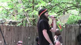 Ari Lesser Sings Animal Raps at the 2015 Oregon Country Fair