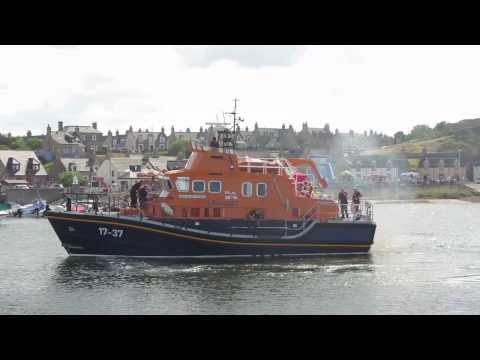 Buckie Lifeboat does a 360° spin In Findochty Harbour