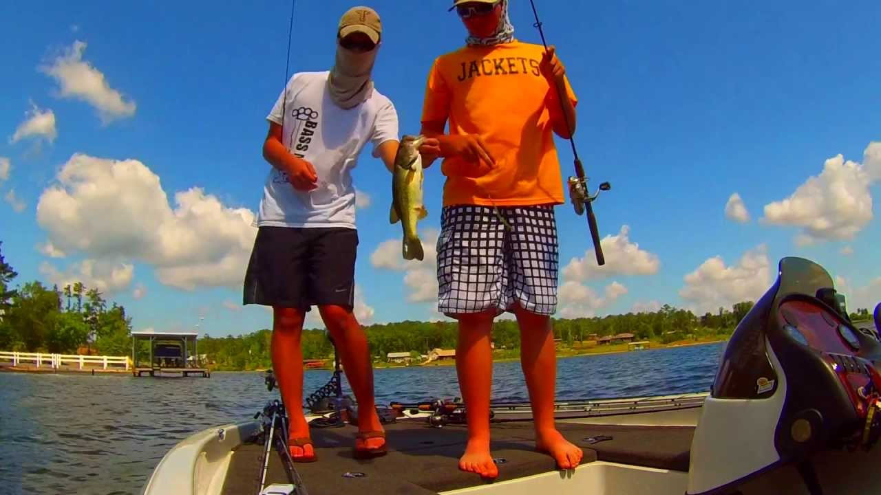 Bass fishing on lake eufaula bustin 39 some heads youtube for Lake eufaula alabama fishing report