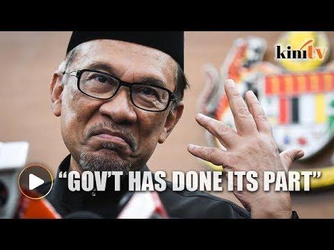 Anwar defends gov't against manifesto critics