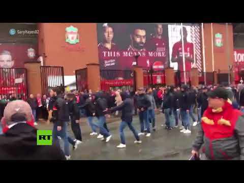Imágenes tras el apuñalamiento de un hincha del Liverpool cerca del estadio
