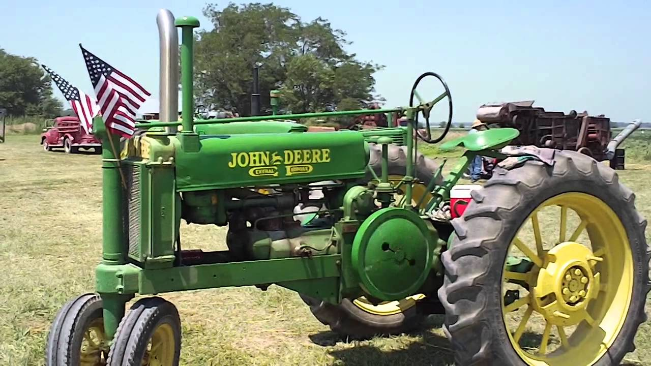 Antique John Deere R Tractor : Antique john deere tractor with the engine running youtube
