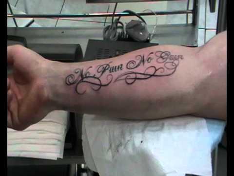 tatouage écriture avant bras homme | kolorisse developpement