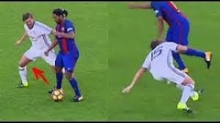 Ronaldinho Gaucho Don't Stop Humilitate Players  -  Barca Legends Vs Man Uni