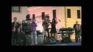 CACCIATORI DI SOGNI con il blackout a metà   canzone di RENZO E LUANA   Serravalle RSM Olnano 06 07 20111