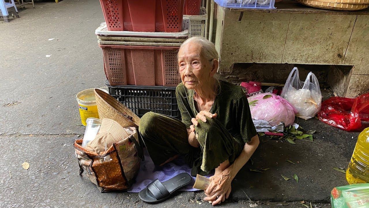 Theo chân bà cụ bán vé số về tận nhà để giải đáp mọi nghi ngờ