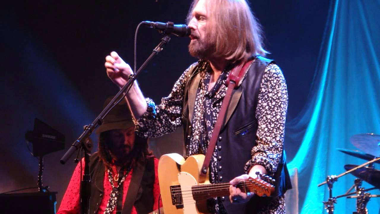 9 Shes A Woman In Love Its Not Me Tom Petty Live Chicago